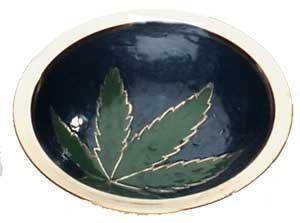 Bröselschale aus Messing mit Weed/Hanf Blatt und Durchmesser:10cm.