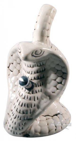 Weiße Keramikbong als Schlange mit Alu-Chillum & Kickloch (Cobra). H:19cm