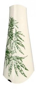Keramik Hollandbong Hanfpflanze mit Alu-Chillum, Kickloch & Höhe: 39cm (B1)